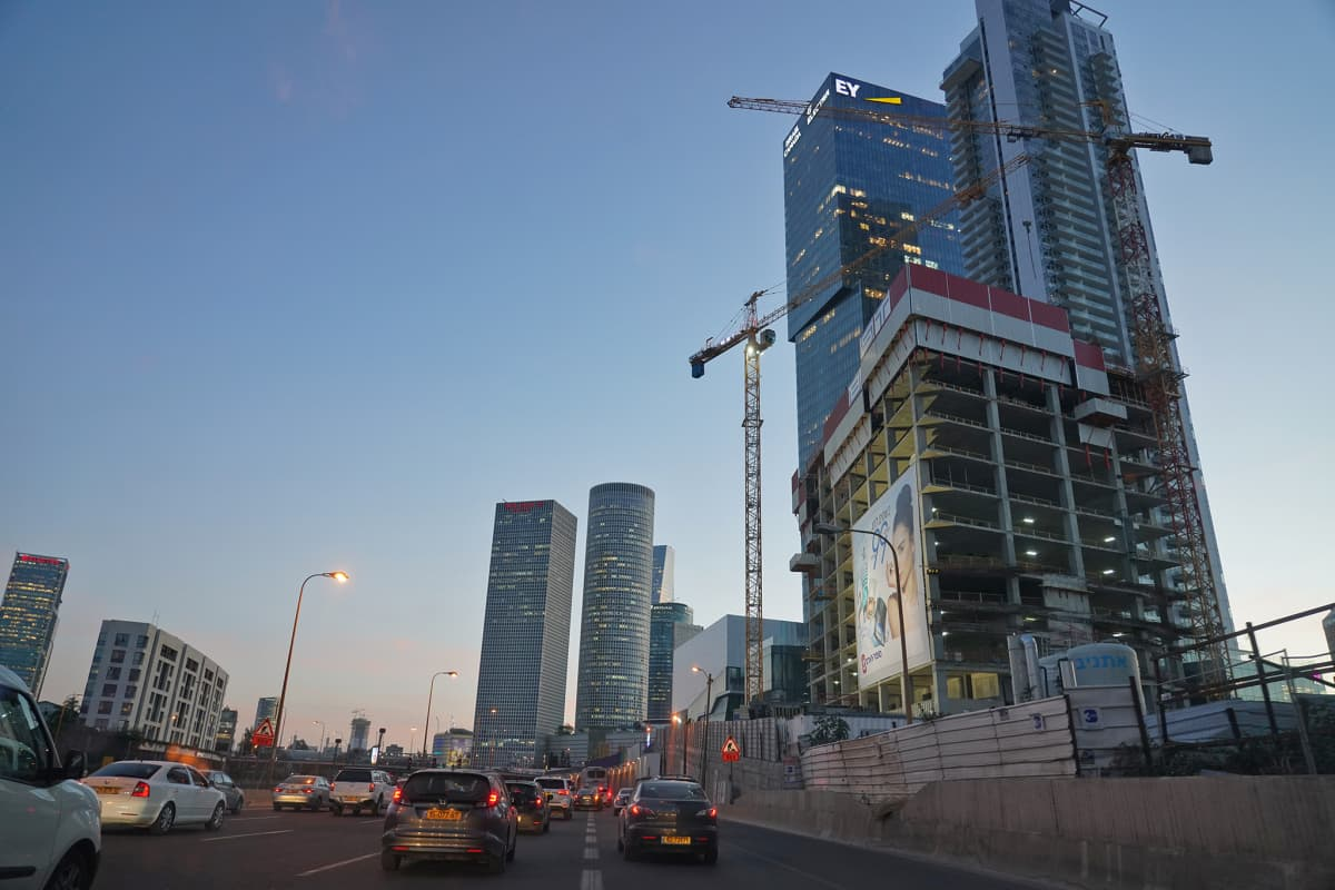 Pilvenpiirtäjät muuttavat Tel Avivin kaupunkikuvaa.