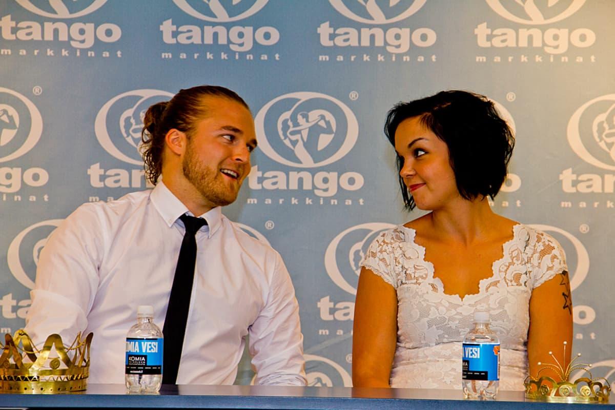 Tangokuninkaalliset Teemu Roivainen ja Maria Tyyster säteilivät tyytyväisyyttään vielä sunnuntaiaamunakin.