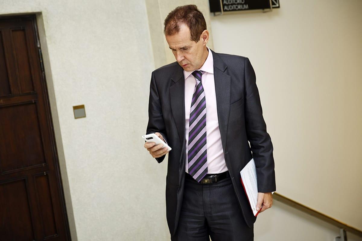 SDP:n  eduskuntaryhmän puheenjohtaja Jouni Backman eduskunnassa 18. syyskuuta.