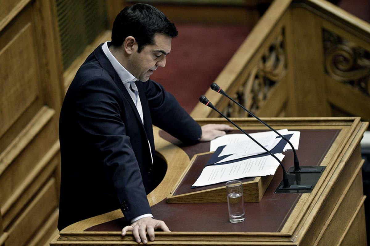 Kreikan pääministeri Alexis Tsipras puhuu parlamentissa 28. kesäkuuta 2015.