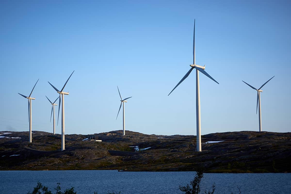 Tuulivoimaloita pohjois-Norjassa.