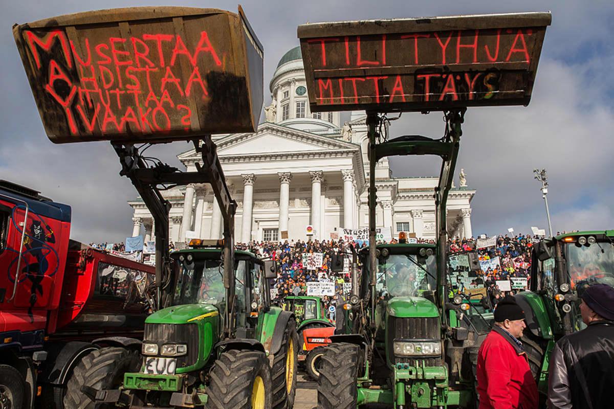 Traktorimielenosoitus.