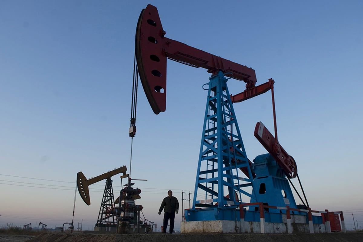 Öljypumppuja Gudongin öljykentillä Dongyingissä, Kiinassa.