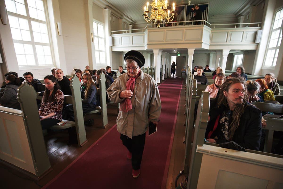Hiljaisuus-festivaali kirkossa.