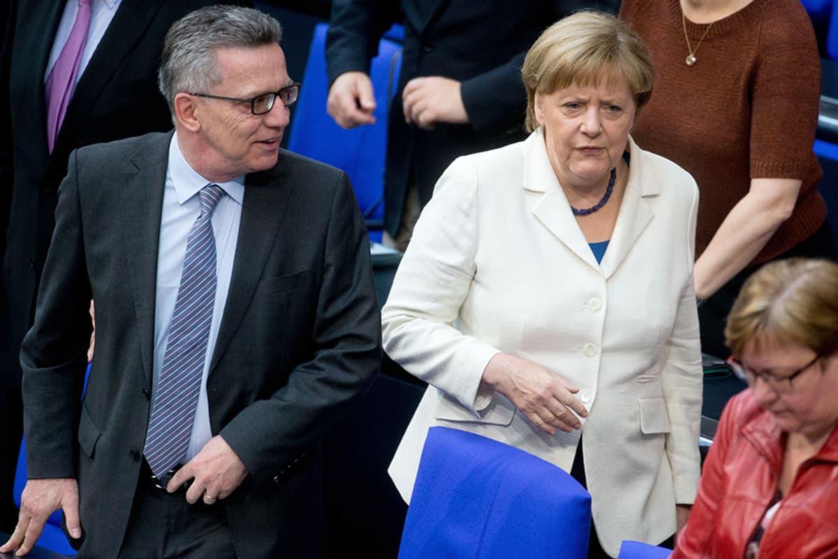 Thomas de Maizière ja  Angela Merkel