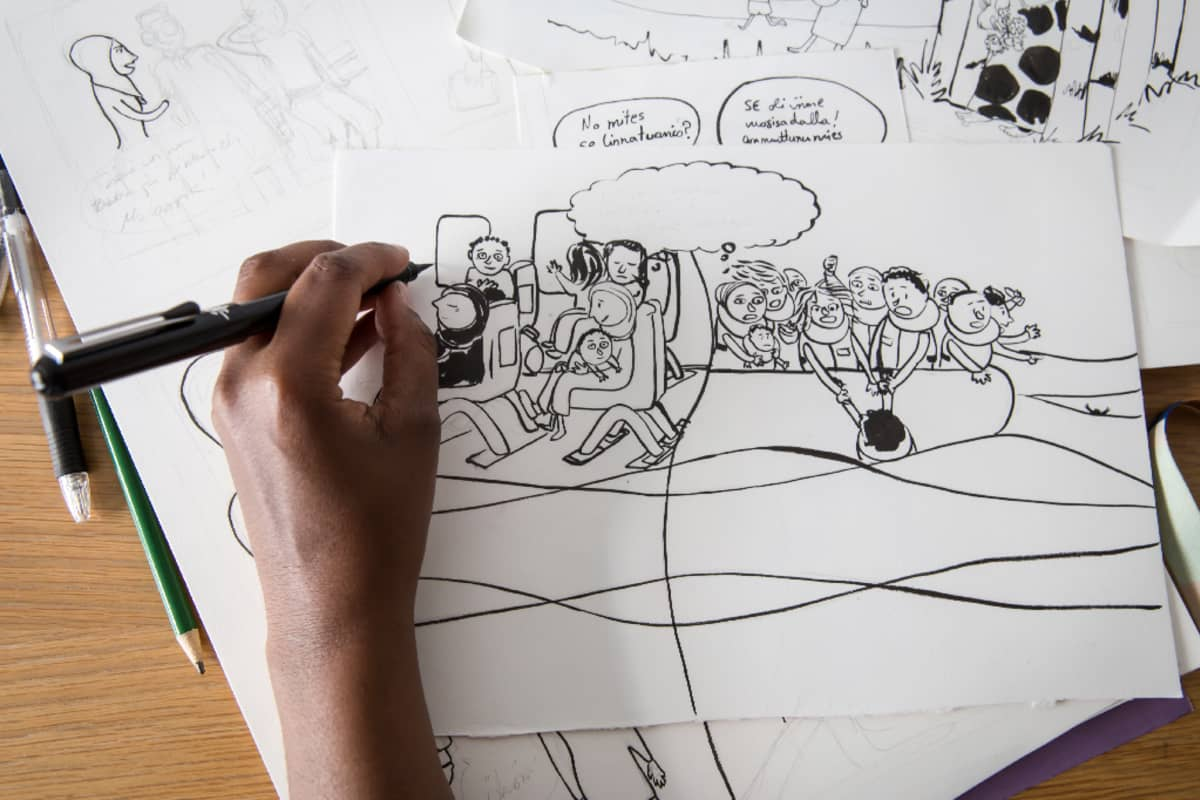Warda Ahmed piirtää.