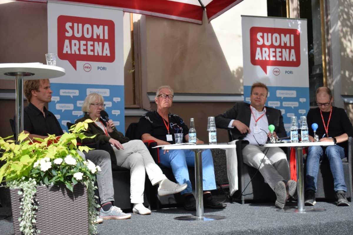 Tuulivoima-keskustelu Porin SuomiAreenassa 2017.
