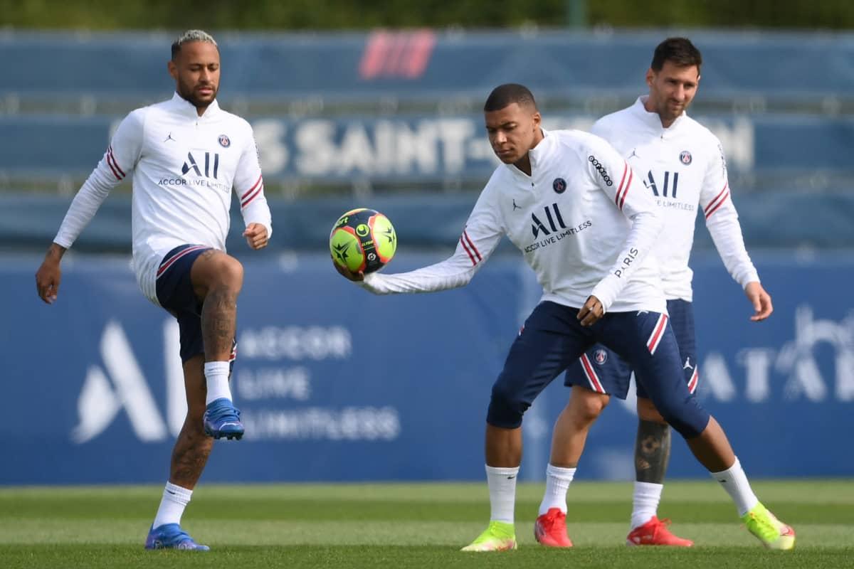 PSG:n tähtipelaajat Neymar, Kylian Mbappe ja Lionel Messi.