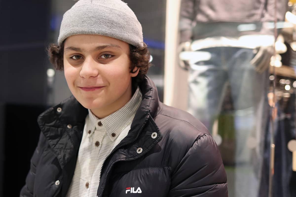 Muhoslainen Miro Cevirel, 13, on kuullut Oulun seksuaalirikosepäilyistä isältään.
