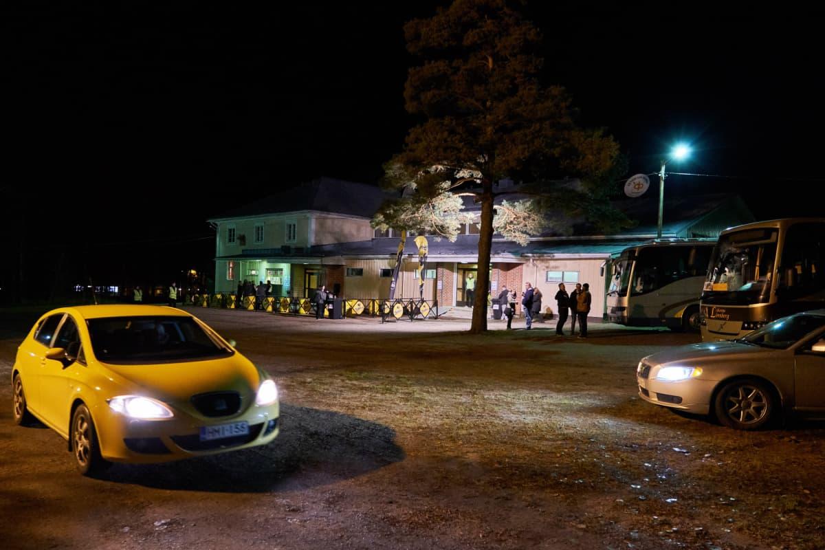 Alkuillasta Lallintalon parkkipaikalla oli vielä tilaa.