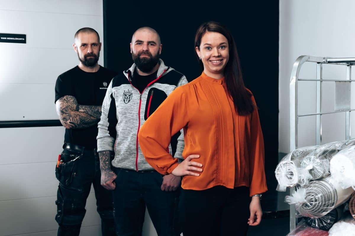Vaasalaiset pesula-alan yrittäjät Manne ja Roope Mäkinen sekä Jenni Parpala.