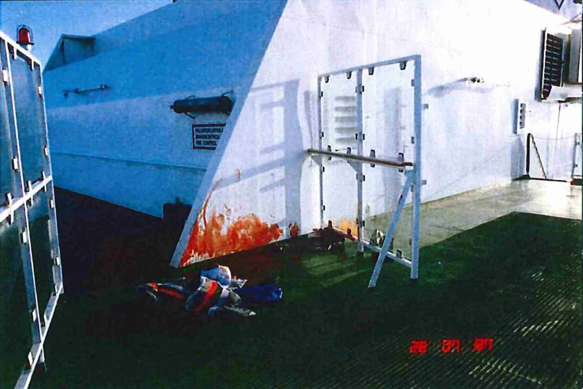 Verta seinässä Viking Sally -aluksen murhapaikalla.