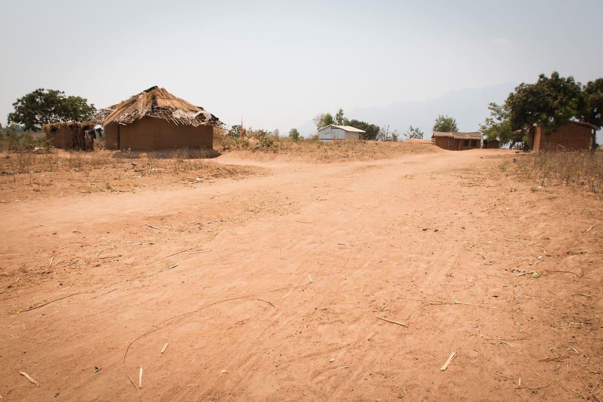 Malawilaista kylämaisemaa.