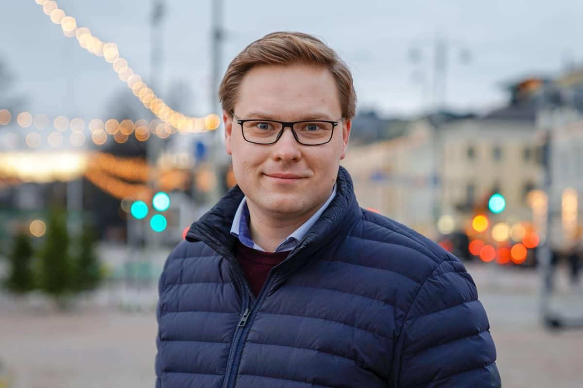 Helsinkiläinen kokoomuksen poliitikko Daniel Sazonov