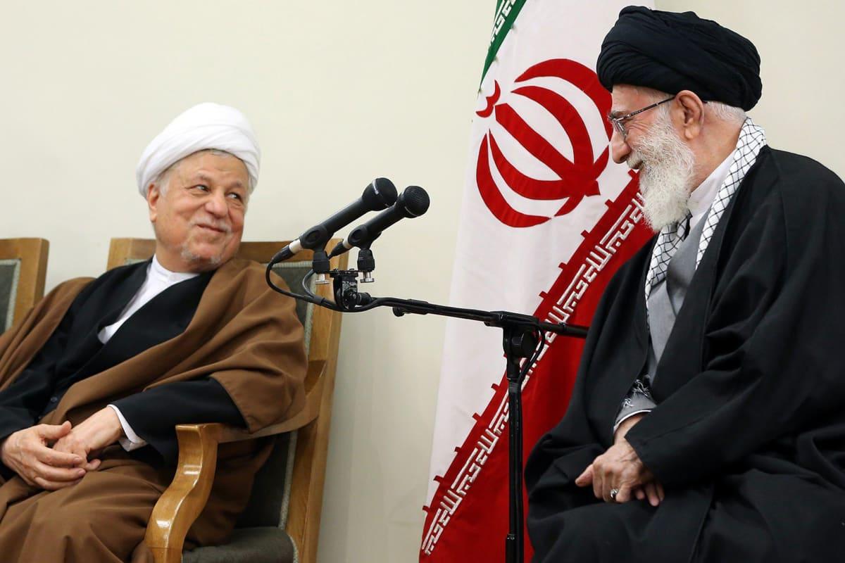 Kuvassa oikealla on Iranin entinen presidentti Akbar Hašemi Rafsanjani.