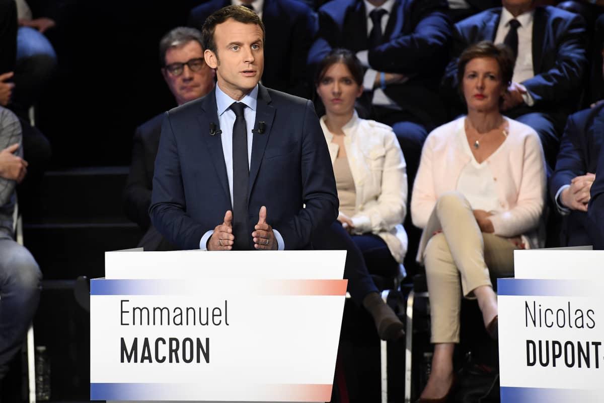 Ranskan presidenttiehdokas Emmanuel Macron puhui Ranskan televisiossa järjestetyssä vaaliväittelyssä tiistaina 4.4.2017.