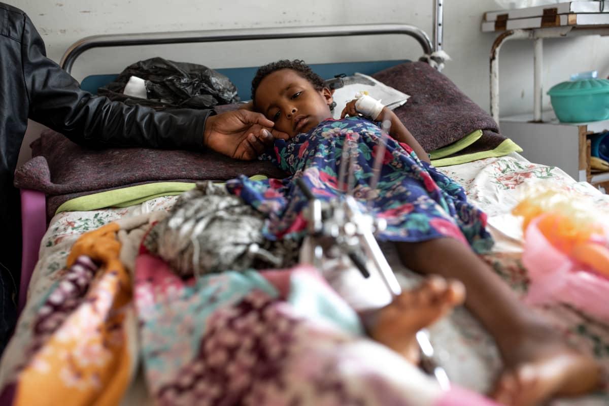 Nelivuotias Samrawit menetti isovnhempansa, äitinsä ja sisaruksensa joukkosurmassa, mutta selvisi kuin ihmeen kaupalla hengissä.