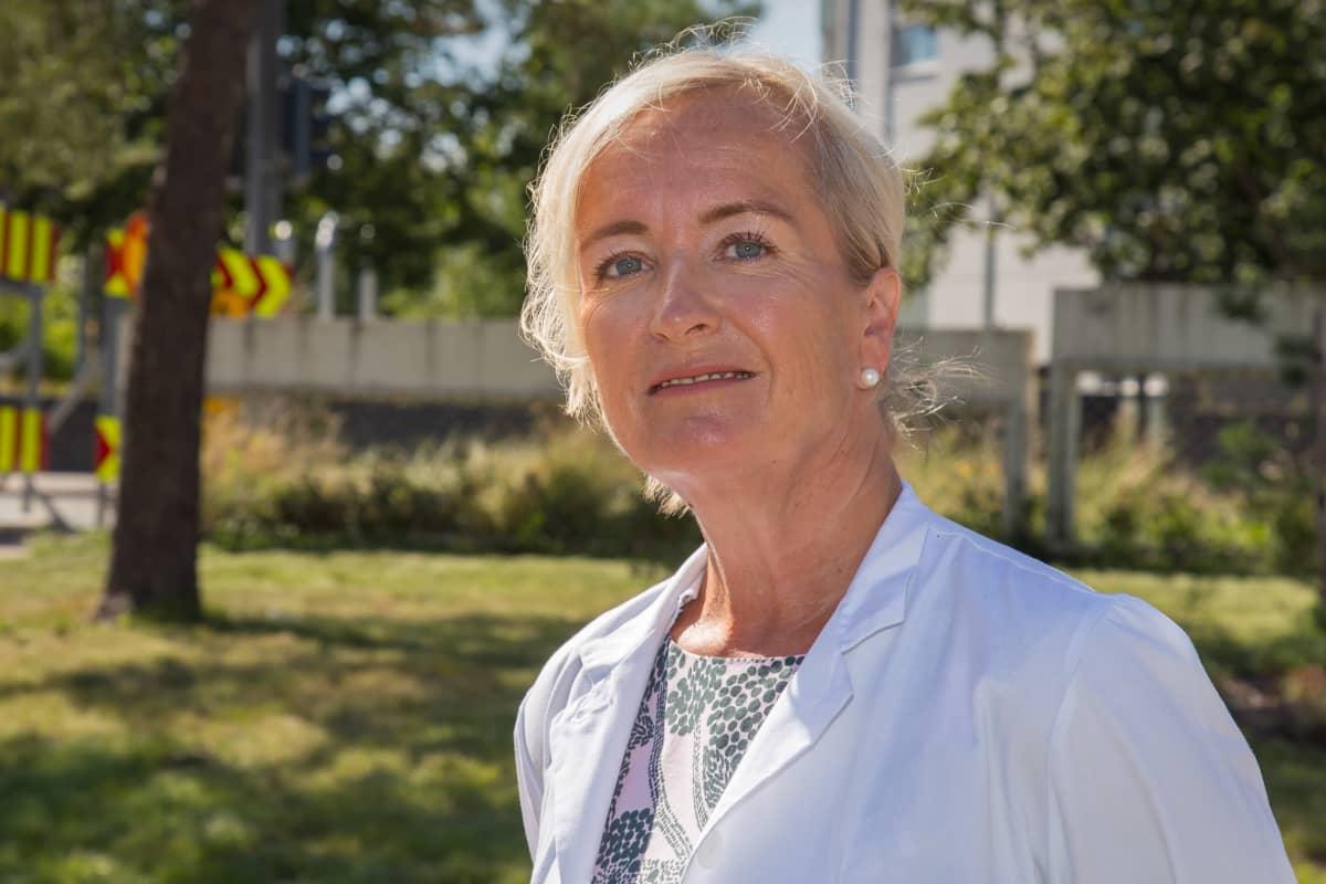 Potrettikuvassa HUSin Syöpäkeskuksen toimialajohtaja, Johanna Mattson
