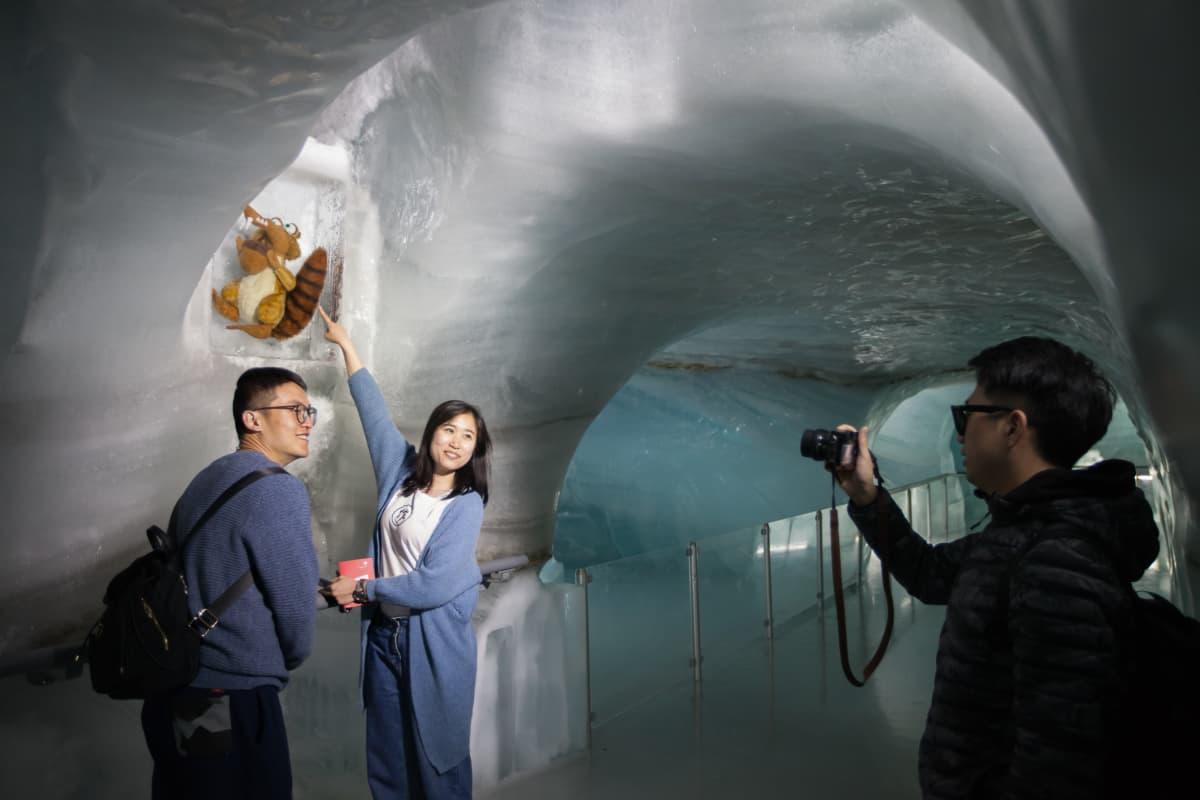 Kiinalaisia turisteja.