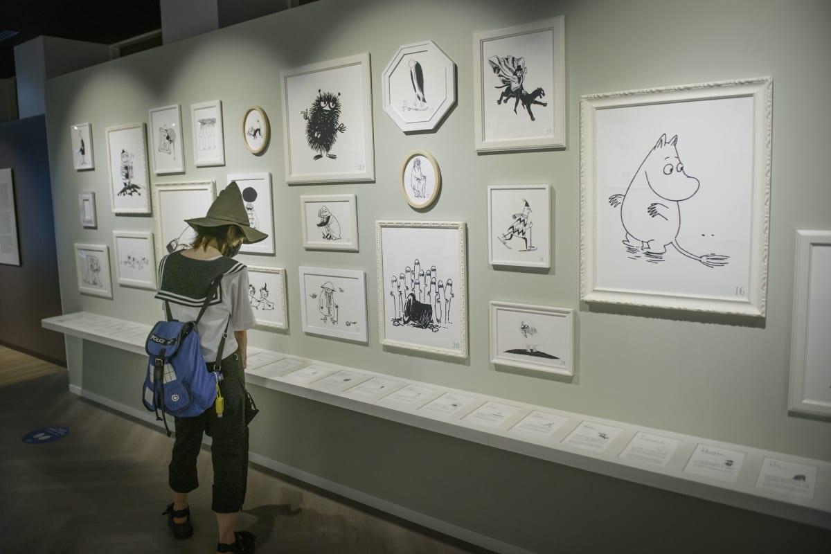 Osaatko kaikki Muumi-kirjojen hahmot? Tauluissa on viitisenkymmentä hahmoa tunnistettaviksi.