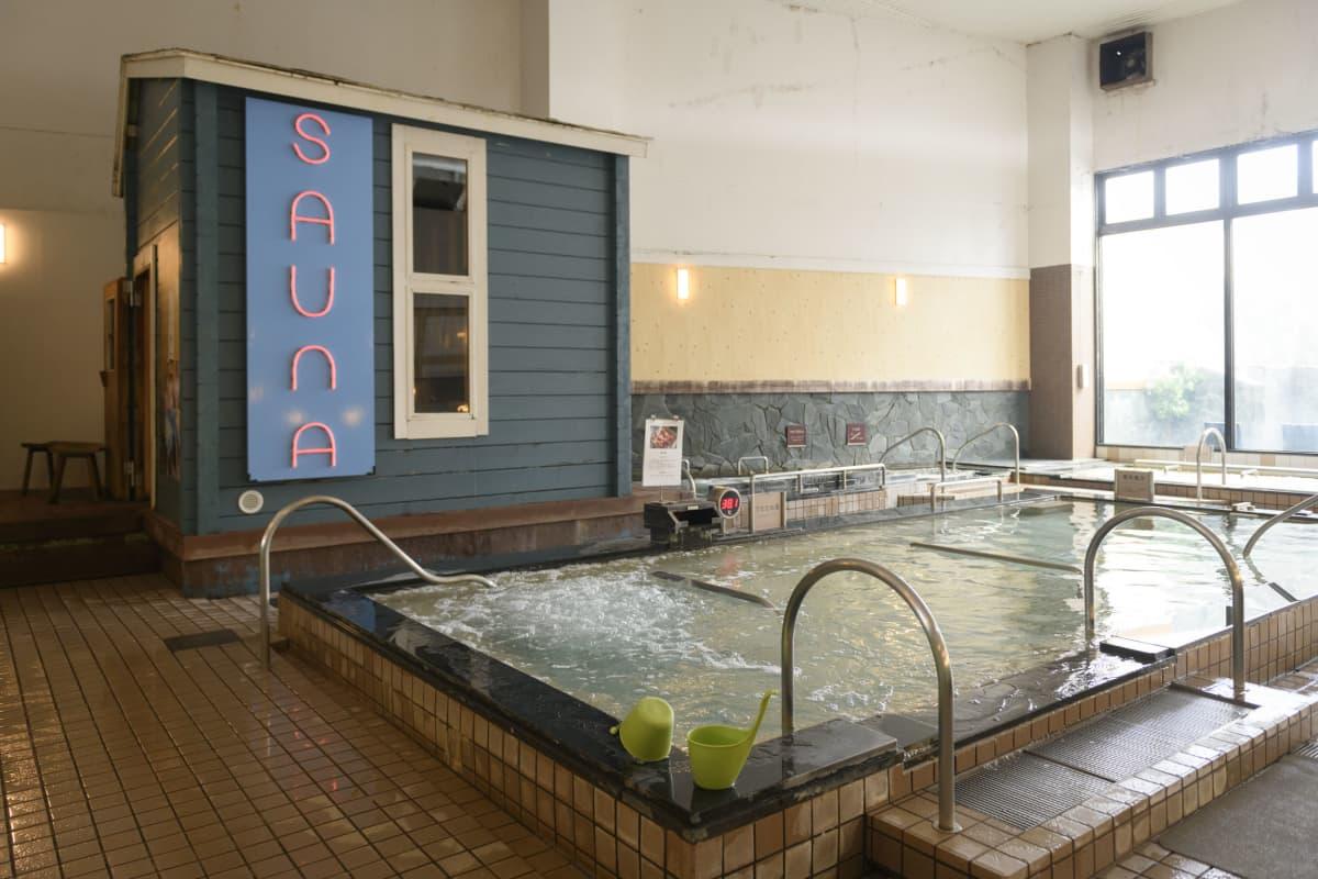 Kuuma kylpy o-furo on japanilaisille rakas kuin suomalaisille sauna.