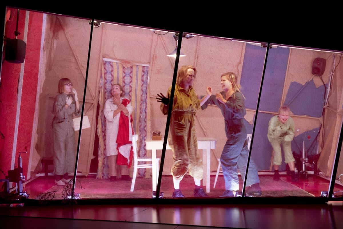 Punaorvot-näytelmä