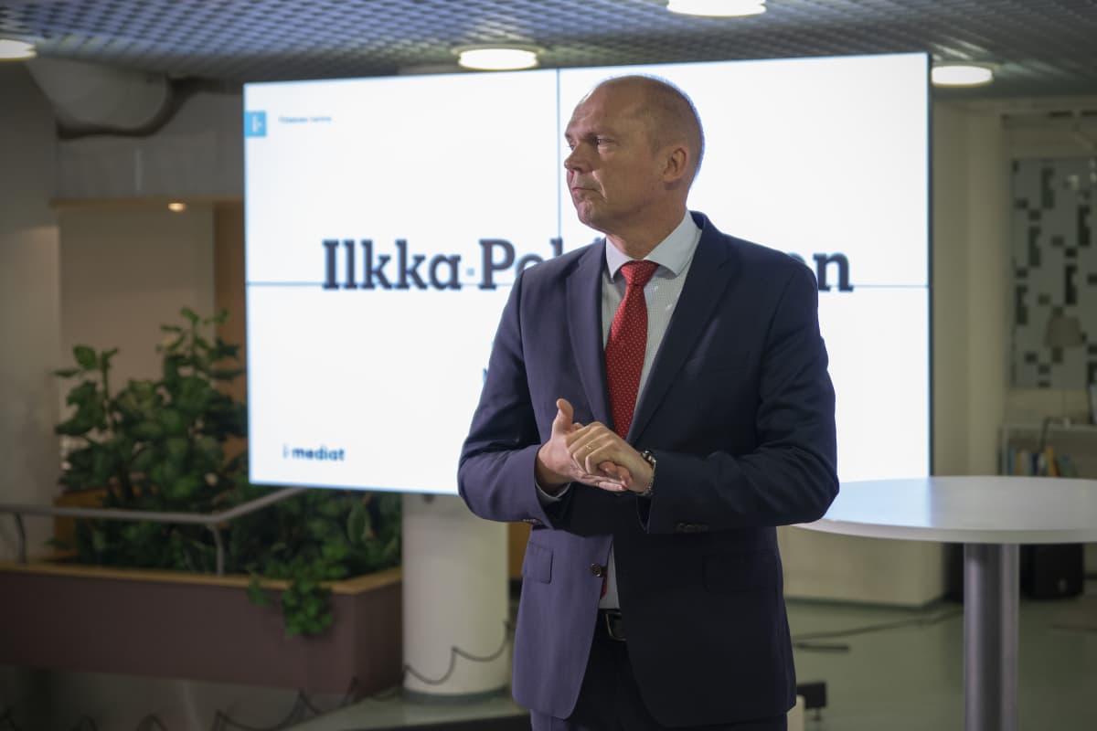 Markku Mantila tiedotustilaisuudessa