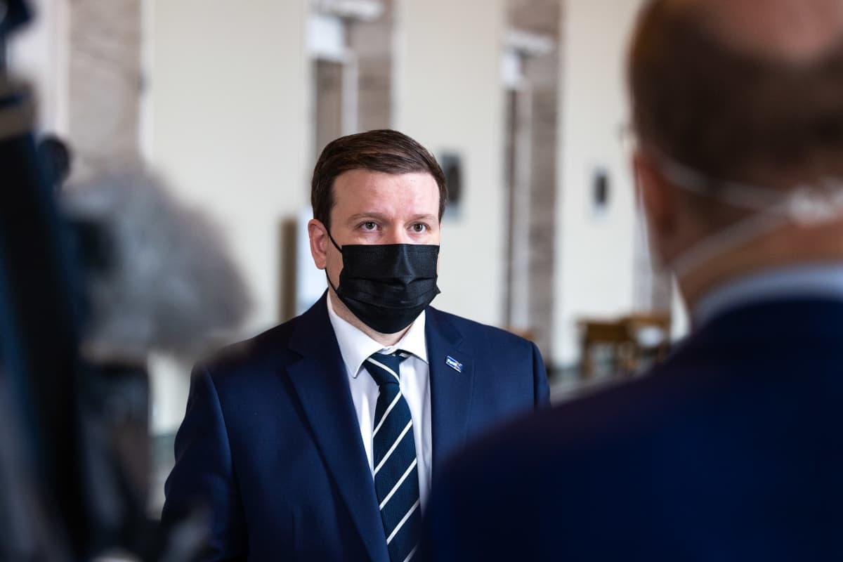 PS:n Ville Tavio EU:n elpymispaketti.