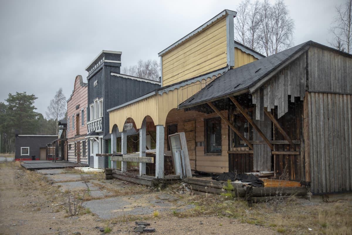 Rakennuksia Lännenkylässä