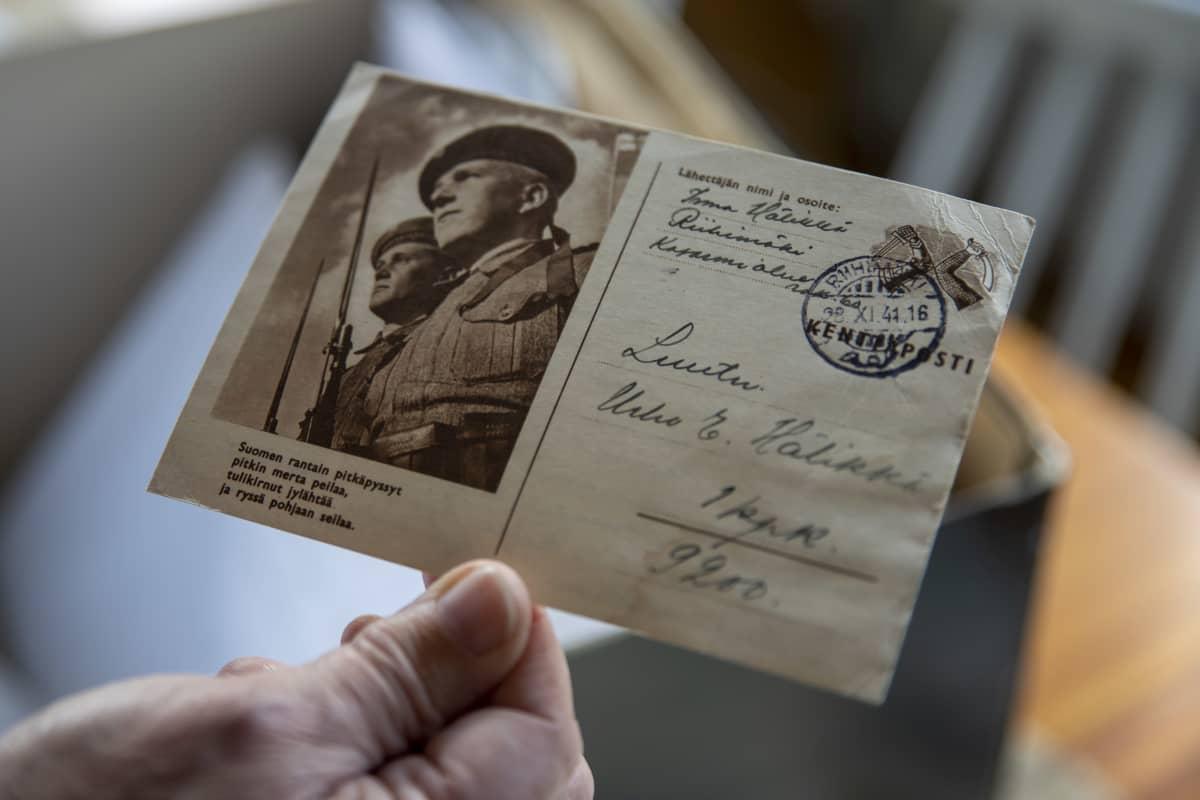 sodan aikana kulkenut postikortti, jossa valokuva sotilaista