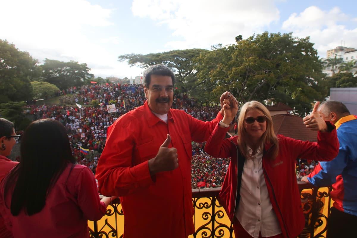 Presidentti Nicolas Maduro piti puheen palatsin parvekkeelta keskiviikkona.