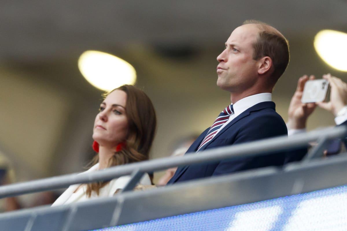 Prinssi William pettyneenä Wembleylla.