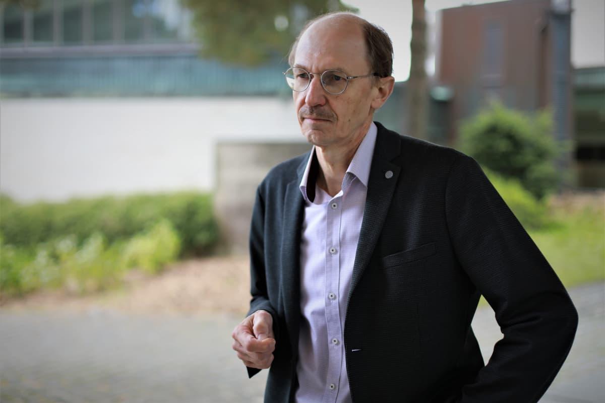 Tutkimusprofessori Jyrki Niemi
