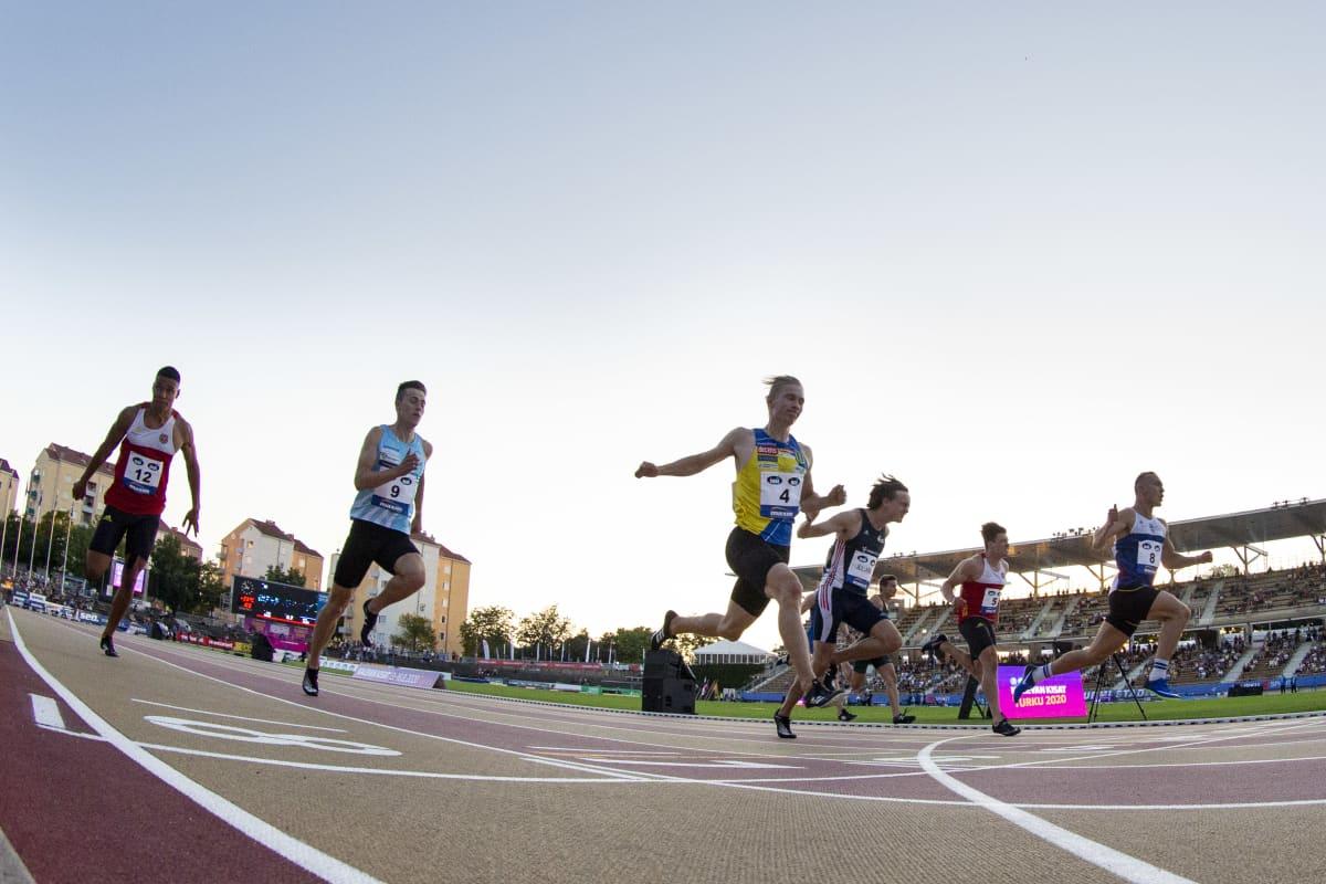 100 metrin maaliintulo Kalevan kisoissa 2020. Viljami Kaasalainen voittaa.