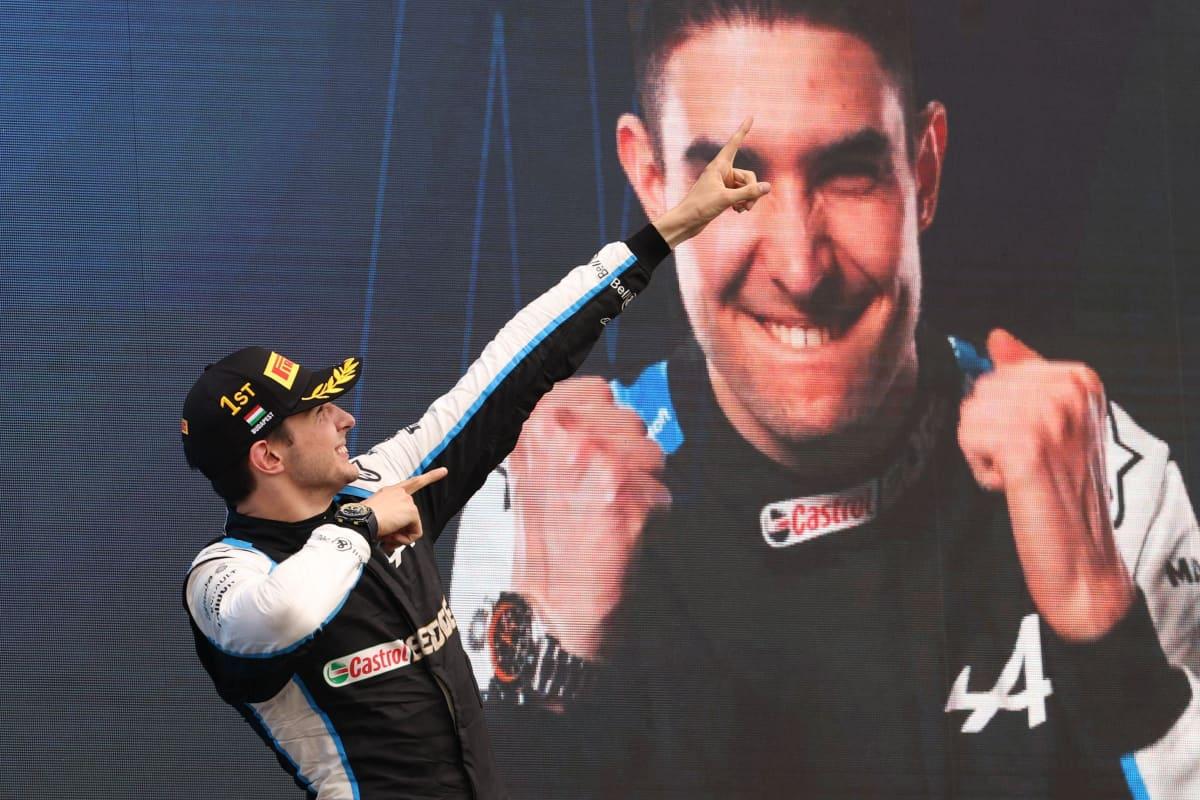 Esteban Ocon tuulettaa voittoaan.