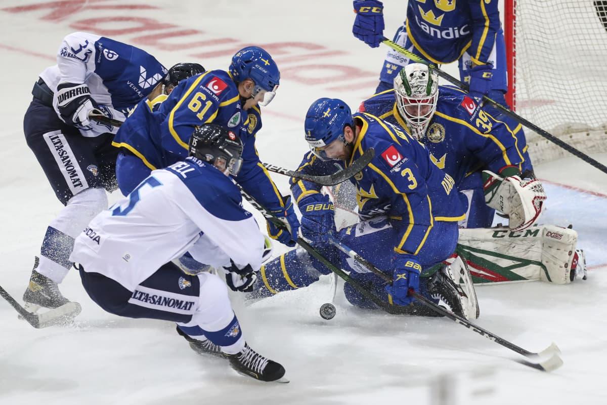 Markus Hännikäinen ja Anton Lundell ajavat Ruotsin maalille.