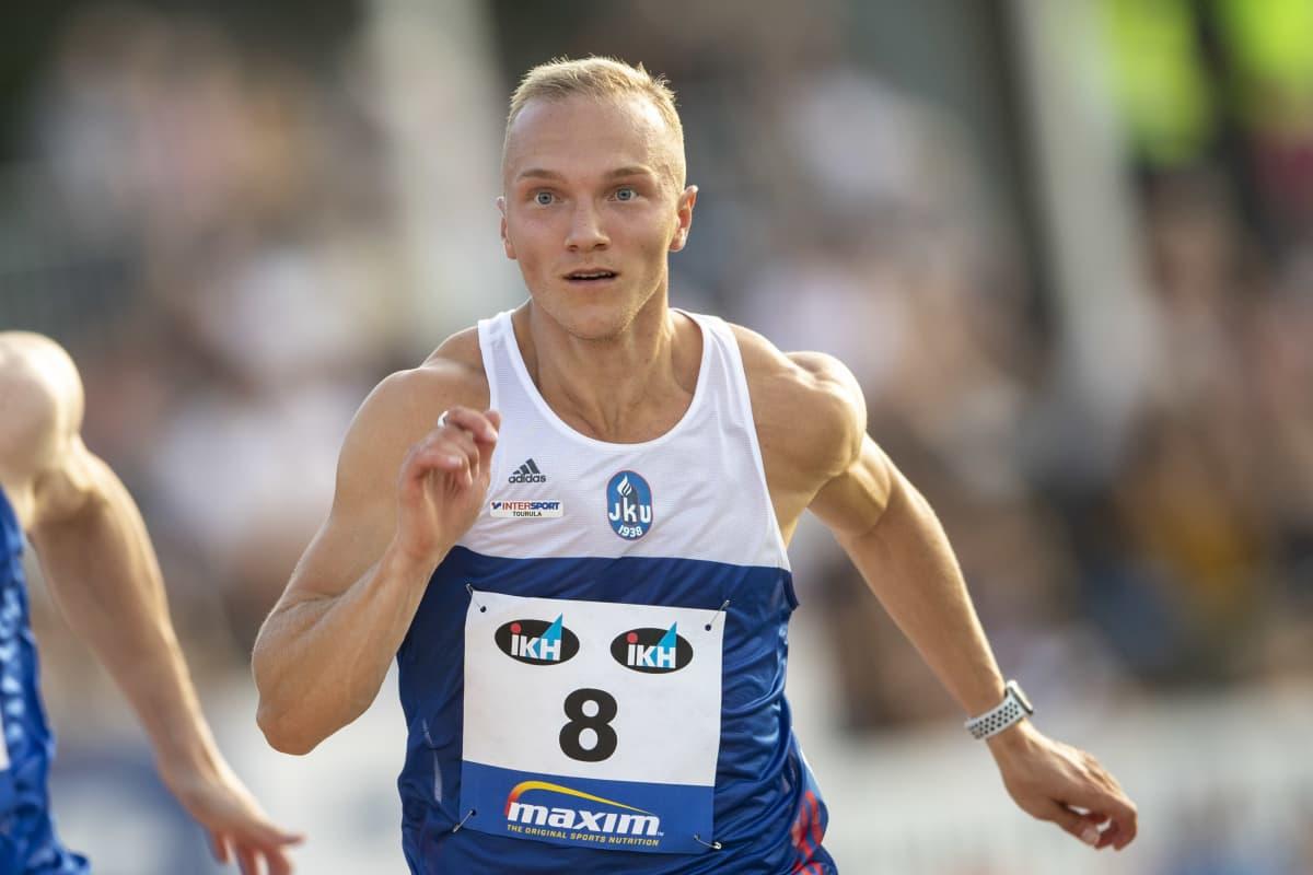 Viljami Kaasalainen juoksee
