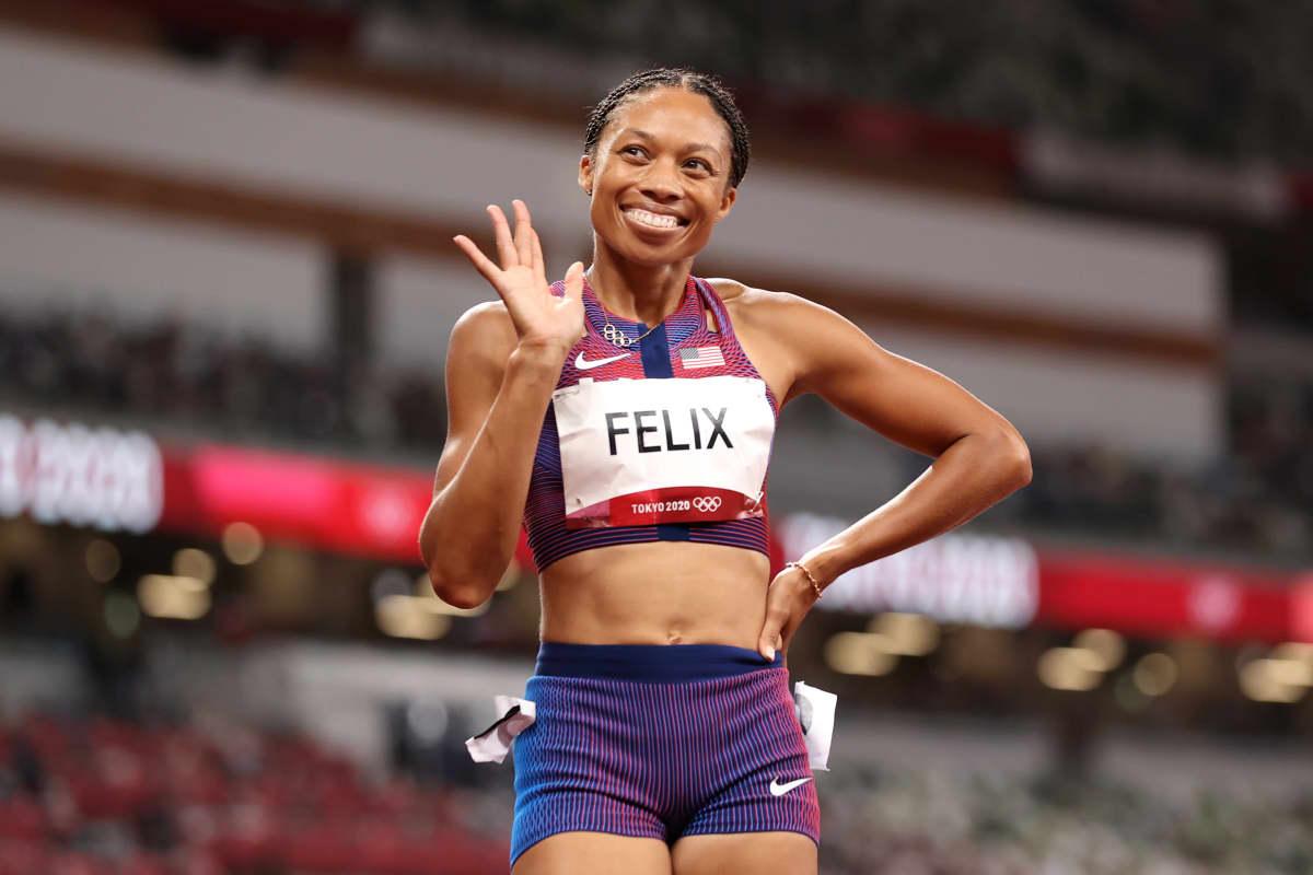 Allyson Felix juhlii olympiapronssia