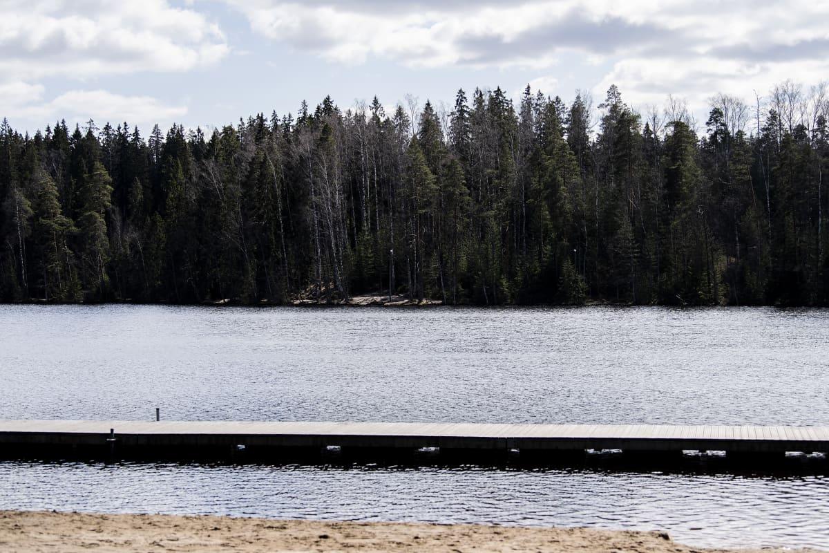 Kuvassa on Vantaan Kuusijärvi.