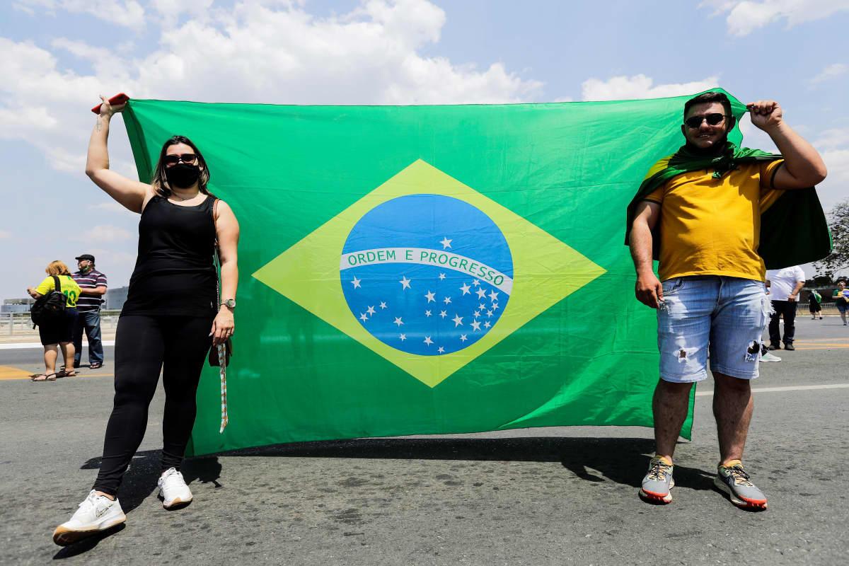 Bolsonaron kannattajia Planalto Palacen edustalla.