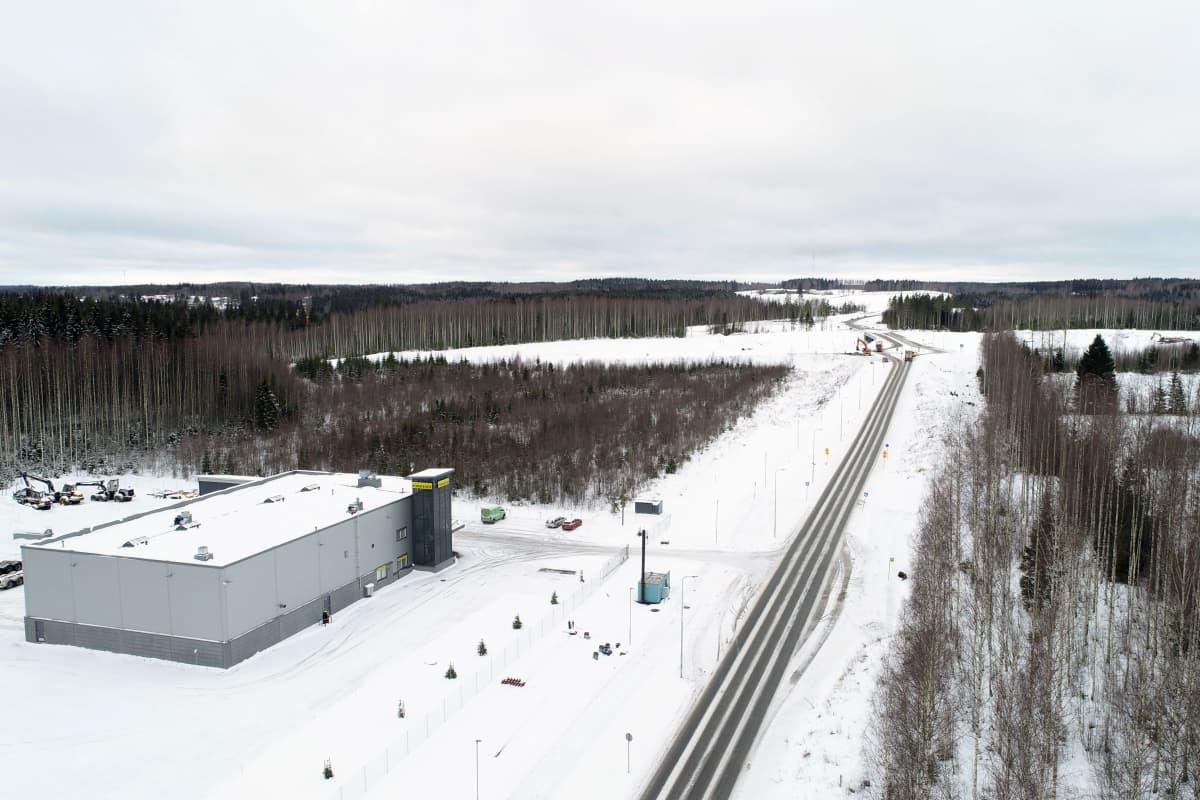 Ilmakuva Ponssen palvelukeskuksesta ja sen lähialueesta Mikkelin Visulahdessa.