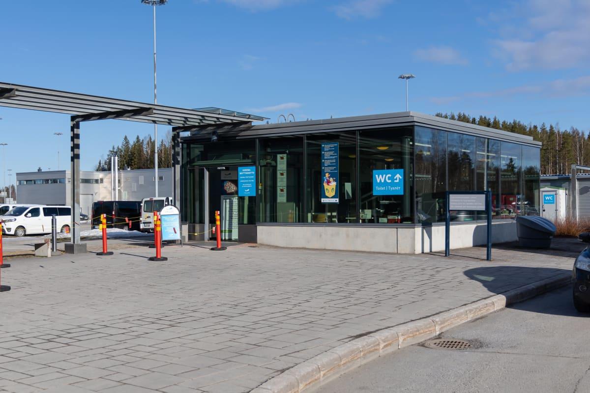 Korona-näytteenottopiste Nuijamaan raja-asemalla.