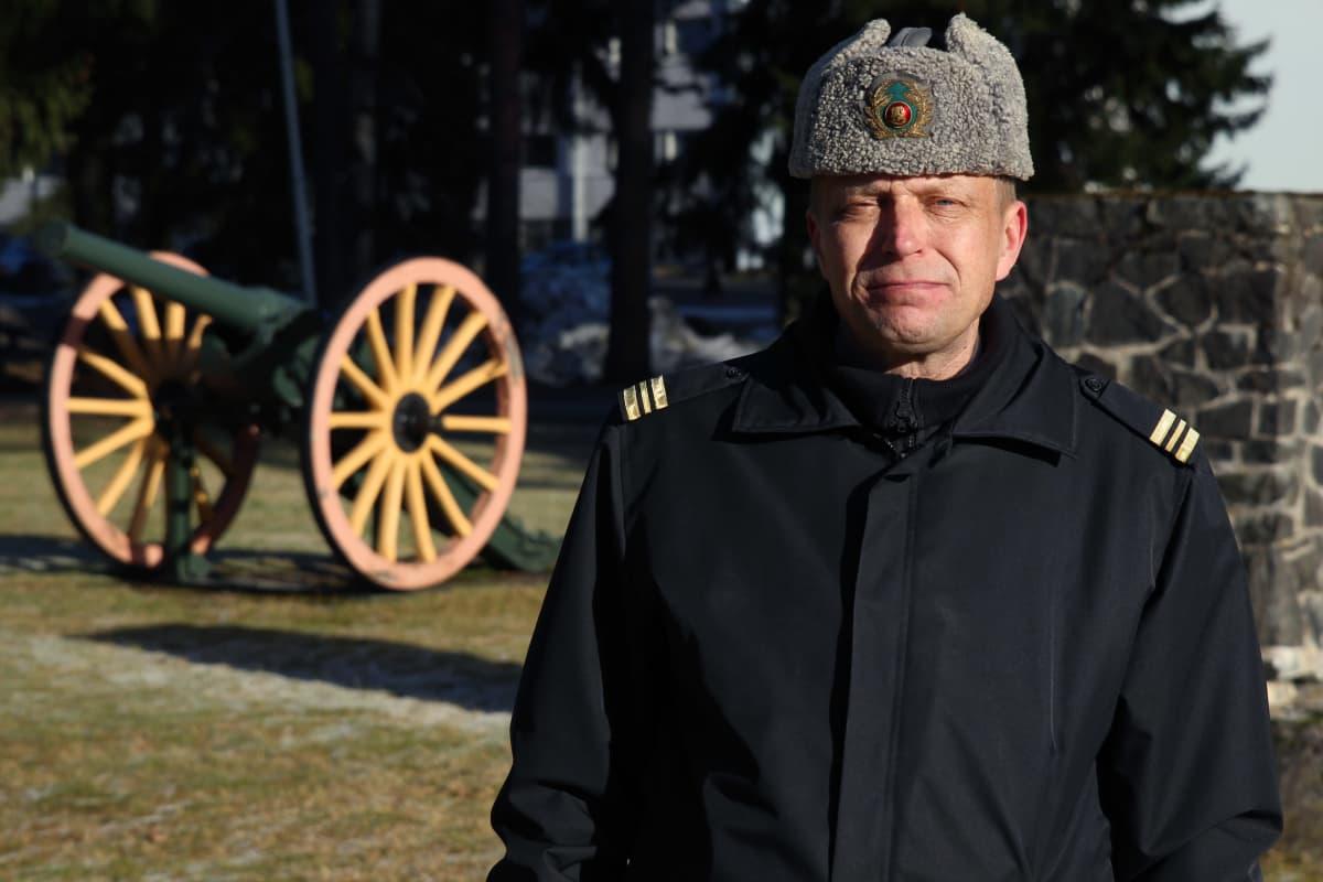 Kapteeni Timo Miettinen Karkialammen varuskunnassa Mikkelissä.
