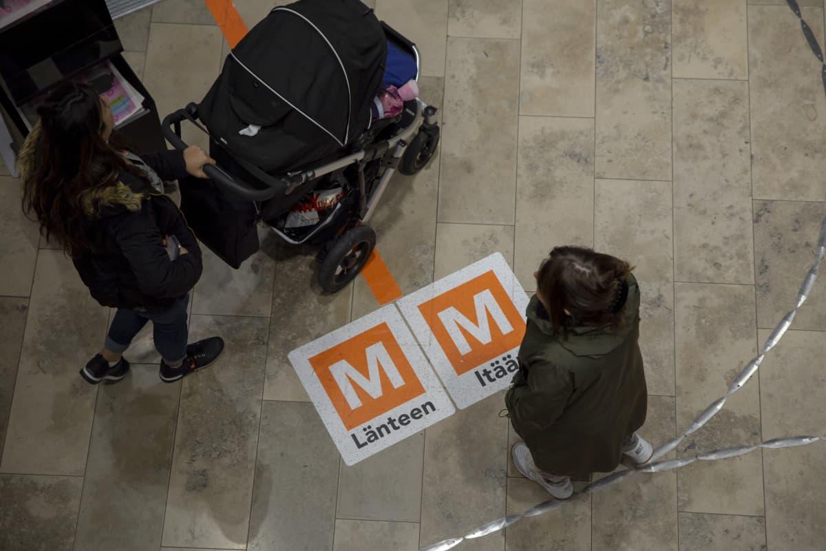 Metron opaste kauppakeskus Redissä.