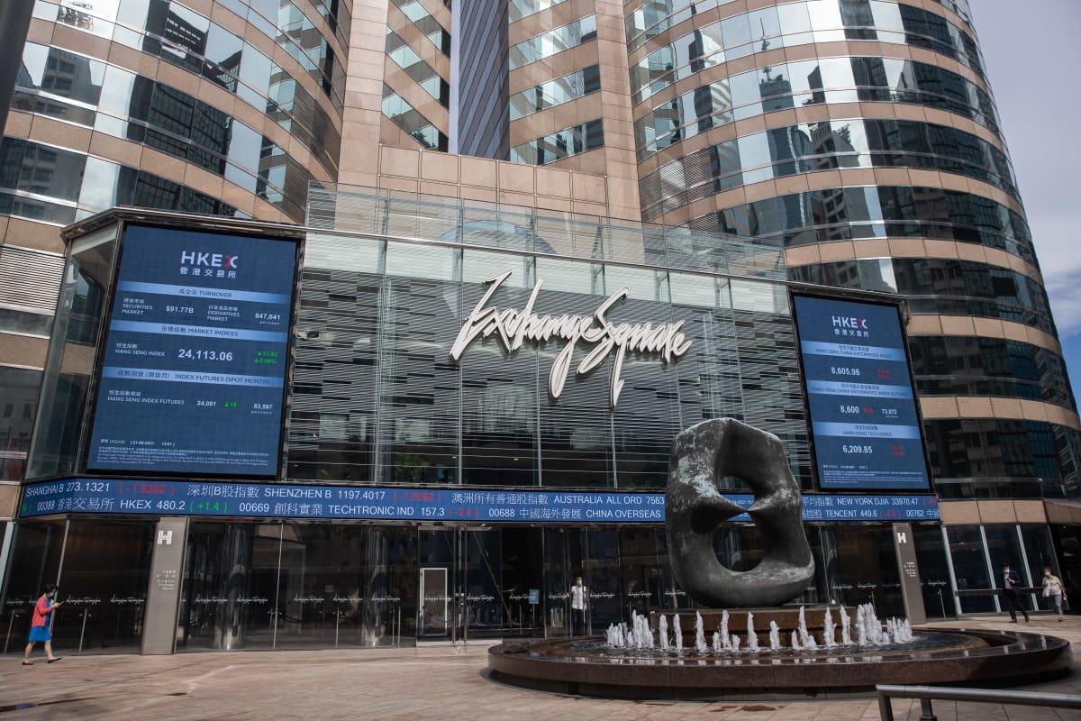 Hongkongin pörssin edustaa. Paikallinen pörssi-indeksi putosi tiistaina Evergranden kriisin takia.