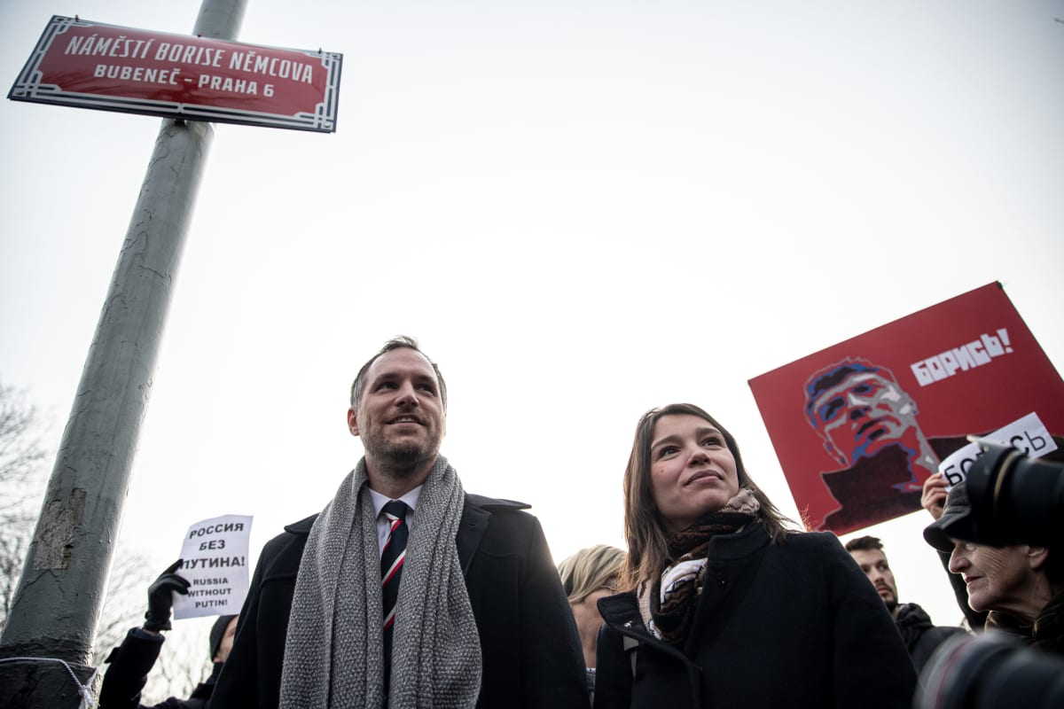 Prahan pormestari Zdeněk Hřib osallistui tapetun oppositiopoliitikon Boris Nemtsovin mukaan nimetyn aukion julkistamistilaisuuteen Prahassa Boris Nemtsovin tyttären Zhanna Nemtsovan kanssa.