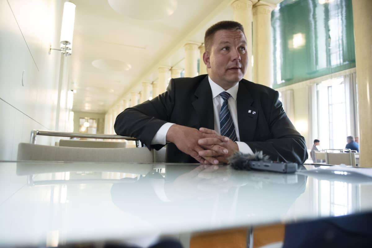 Juha Mäenpää haastateltavana.