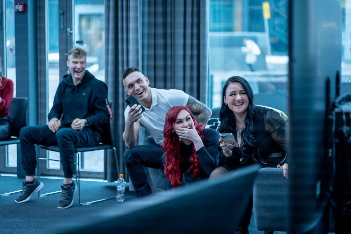 Temptation Island Suomi -sarjan esittelytilaisuus Sanomatalossa, ohjelmaan osallistuneet näkevät kuvattua sarjaa ensi kertaa, 27.1.2021.
