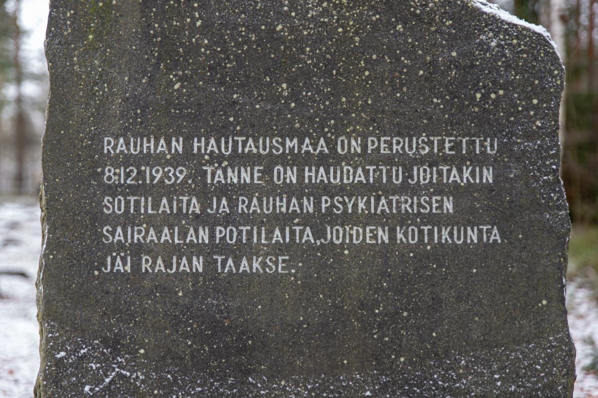 Rauhan hautausmaan muistomerkki.