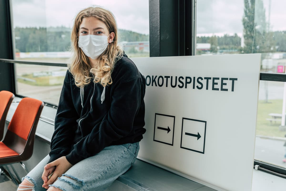 Tara Jordovic istuu Killerin koronarokotusasemalla.